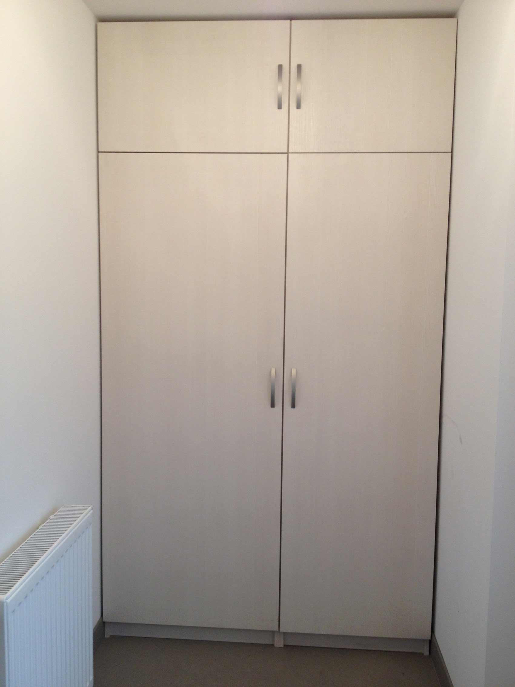bela vgradna omara