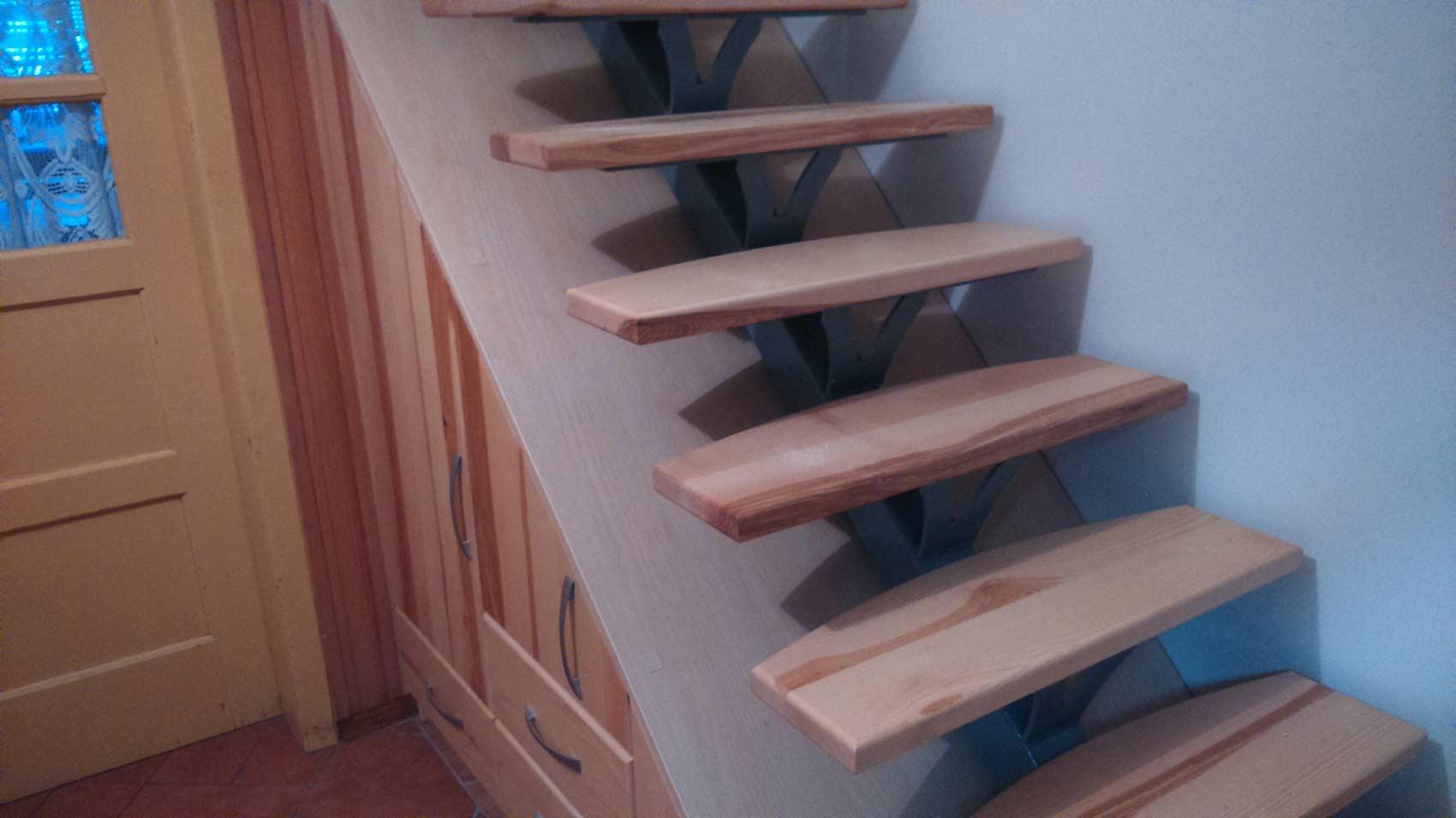 lesene stopnice rjave 2
