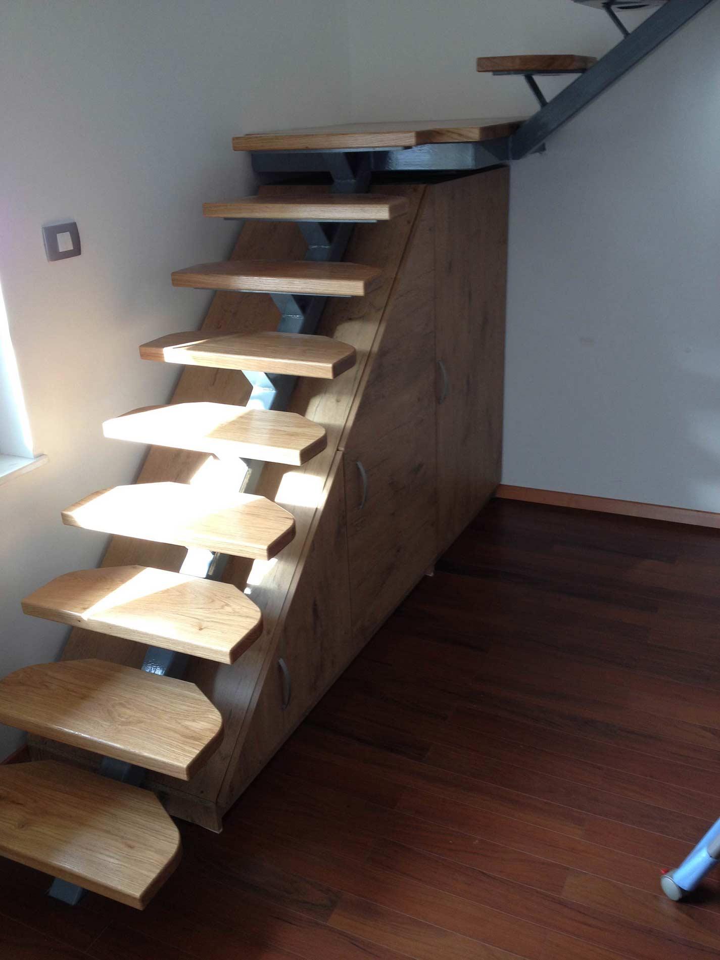 lesene stopnice temne 2